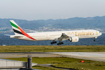 A6-ECF - Emirates Airlines Boeing 777-300ER