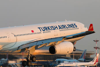 TC-JNR - Turkish Airlines Airbus A330-300