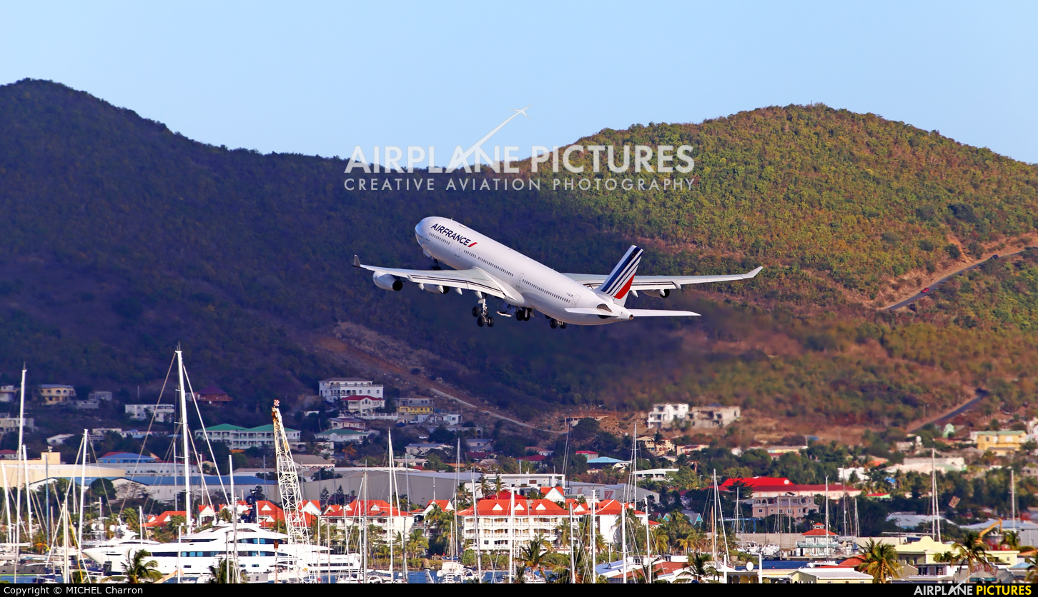 Air France F-GLZR aircraft at Sint Maarten - Princess Juliana Intl
