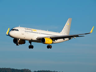 EC-LVS - Vueling Airlines Airbus A320