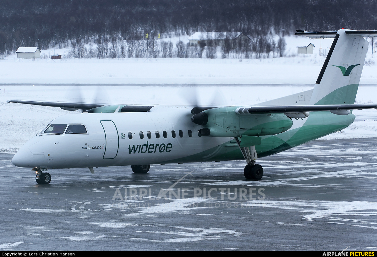 Widerøe LN-WFD aircraft at Tromsø