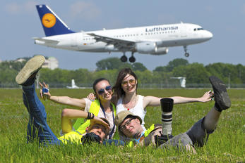 - - Lufthansa - Aviation Glamour - Model