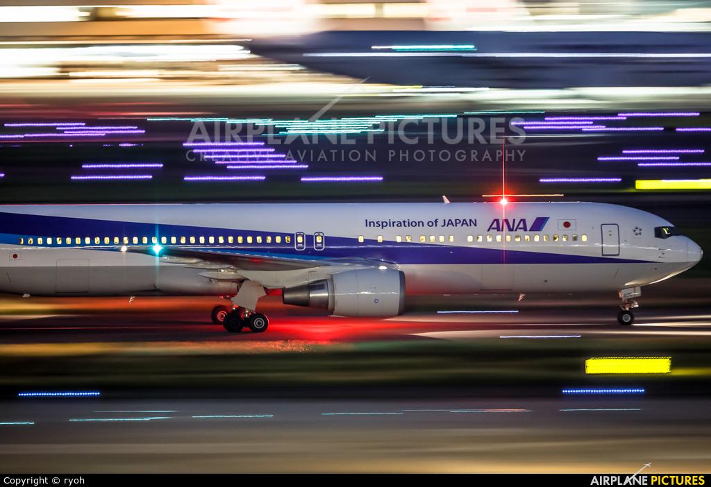 ANA - All Nippon Airways JA8670 aircraft at Tokyo - Haneda Intl