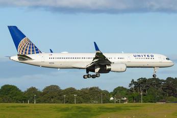 N19136 - United Airlines Boeing 757-200
