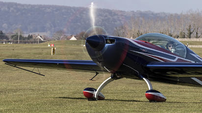 G-EXLT - Private Extra 330LT