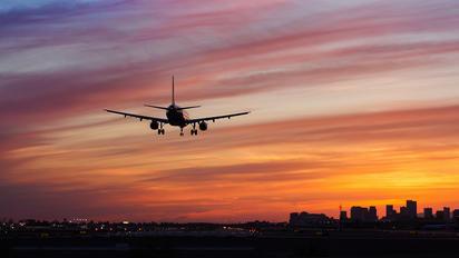 - - US Airways Airbus A321