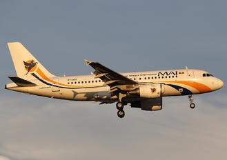 XY-AGU - Myanmar Airways International Airbus A319