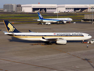 9V-STJ - Singapore Airlines Airbus A330-300