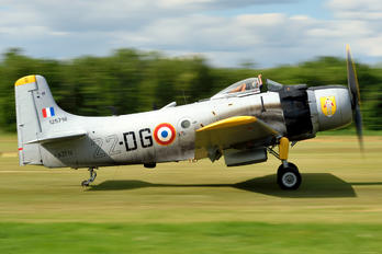 F-AZFN - Association des Mécaniciens Pilotes d'Aéronefs Anciens& Douglas A-1D Skyraider