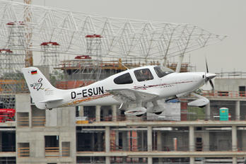 D-ESUN - RheinMain Flightcenter Cirrus SR20
