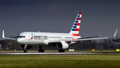 N203UW - American Airlines Boeing 757-200