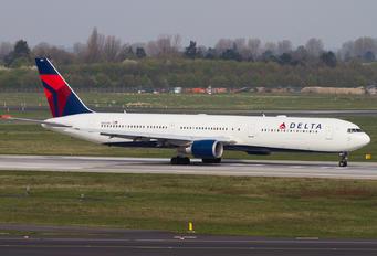 N835MH - Delta Air Lines Boeing 767-400ER