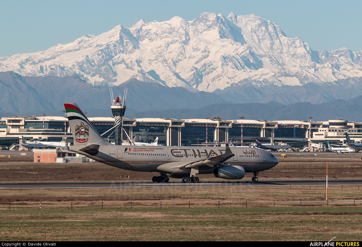 Etihad Airways A6-EYJ aircraft at Milan - Malpensa