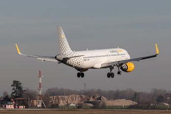 EC-MAN - Vueling Airlines Airbus A320