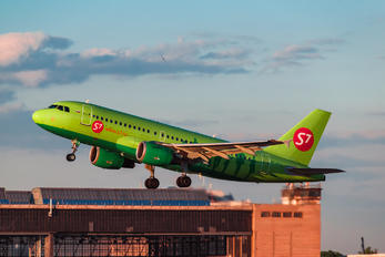 VP-BTX - S7 Airlines Airbus A319