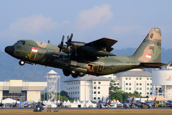 725 - Singapore - Air Force Lockheed KC-130