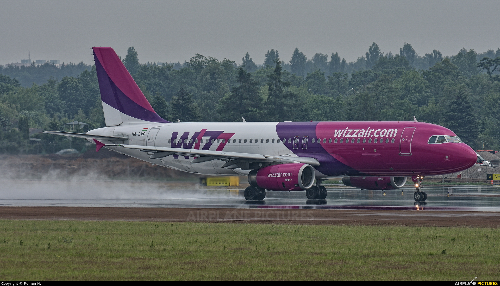 Wizz Air HA-LWP aircraft at Poznań - Ławica