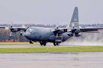 130327 - Canada - Air Force Lockheed CC-130E Hercules