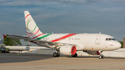 HZ-RCA - Mid East Jet Airbus A318 CJ