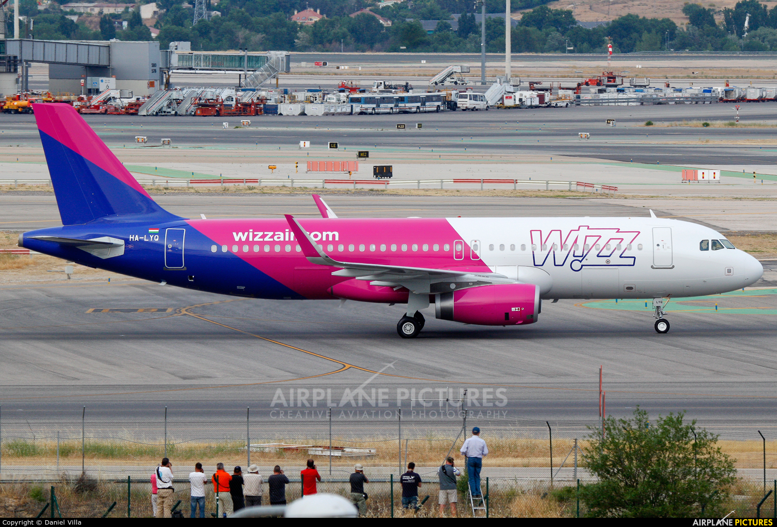 Wizz Air HA-LYQ aircraft at Madrid - Barajas