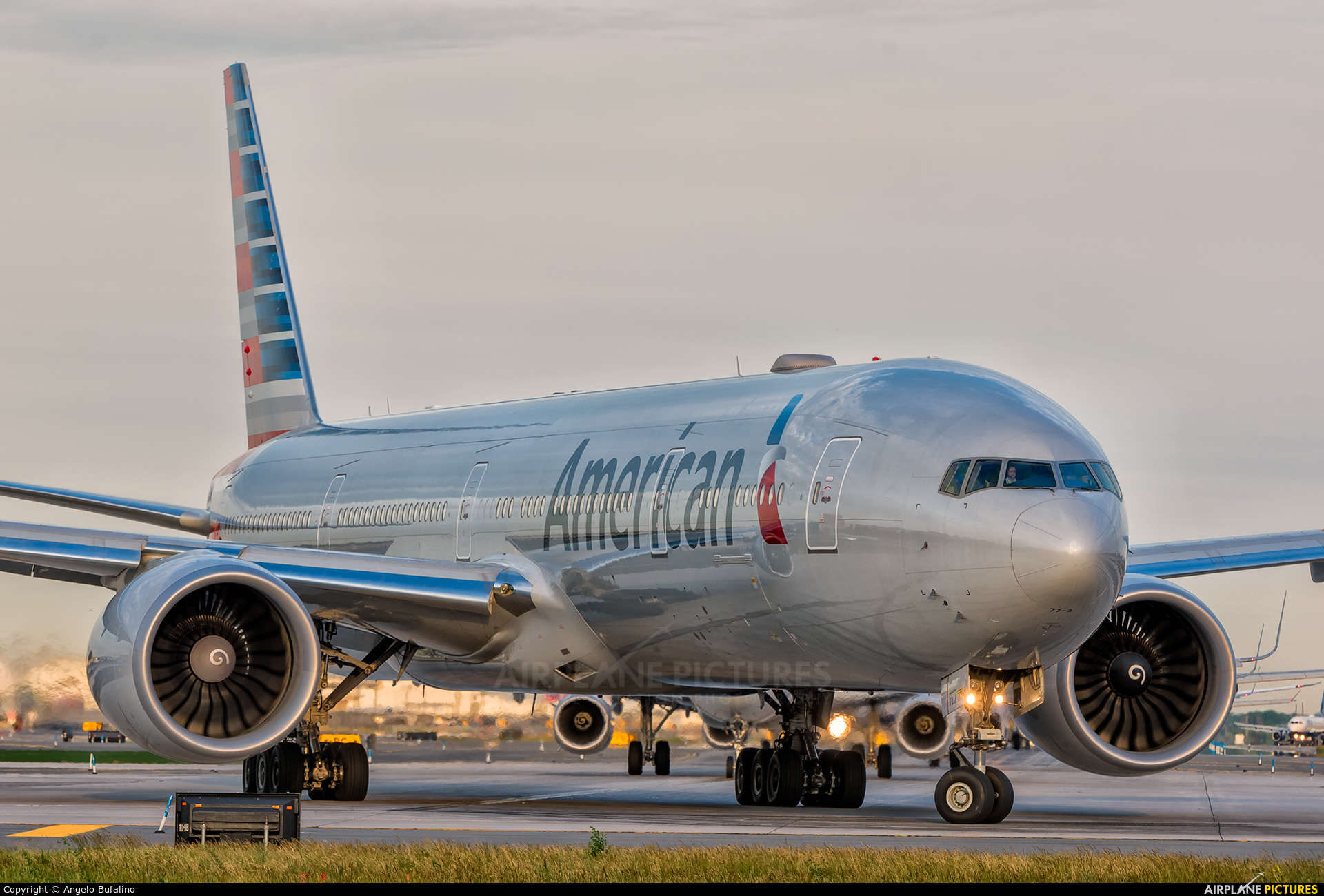 American Airlines N725AN aircraft at New York - John F. Kennedy Intl