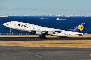D-ABYM - Lufthansa Boeing 747-8