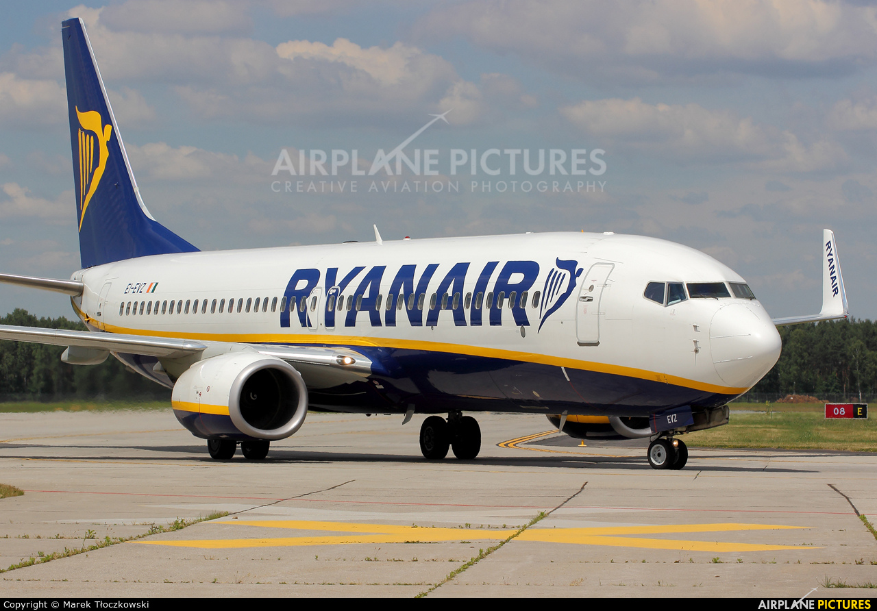 Ryanair EI-EVZ aircraft at Modlin