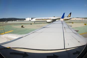 N37277 - United Airlines Boeing 737-800