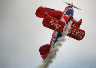 G-EWIZ - Rich Goodwin Airshows Pitts S-2S Special