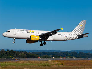 EC-LLM - Vueling Airlines Airbus A320