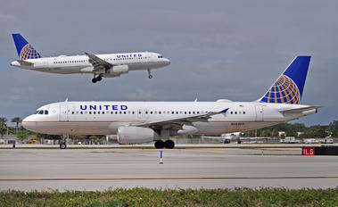 N452UA - United Airlines Airbus A320