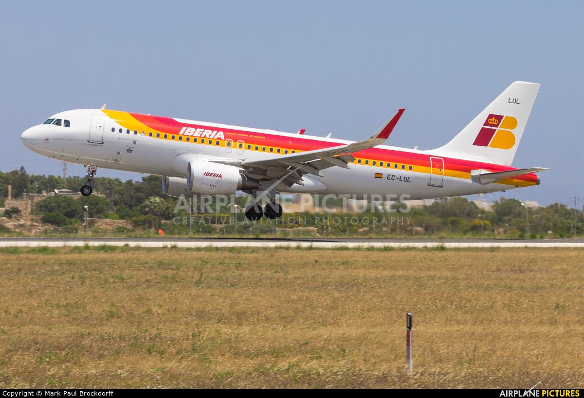Iberia EC-LUL aircraft at Malta Intl