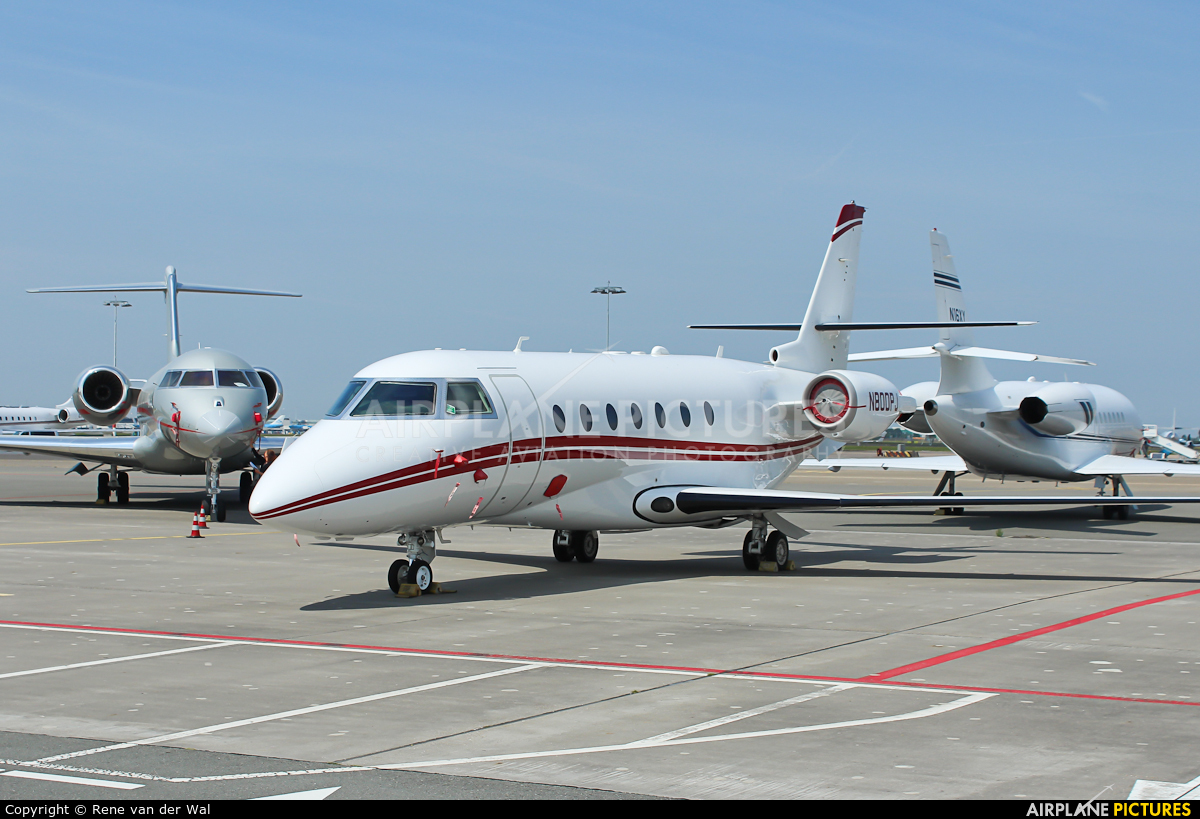 Private N800PJ aircraft at Amsterdam - Schiphol