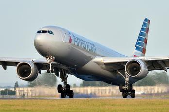 N273AY - American Airlines Airbus A330-300