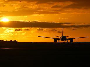 F-OLRA - Air Austral Boeing 777-200LR