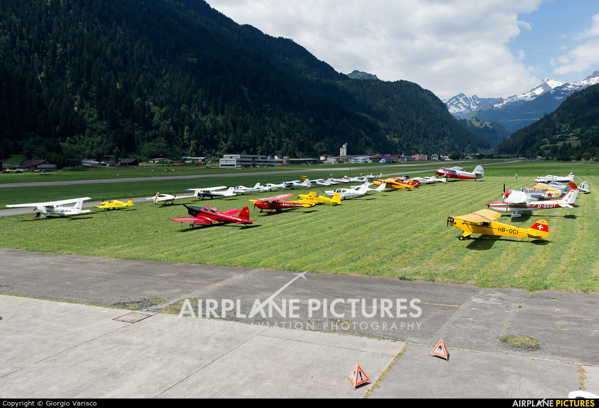 - Airport Overview - aircraft at Ambri