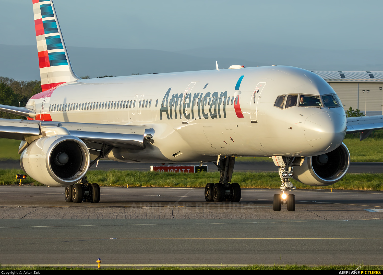 American Airlines N186AN aircraft at Dublin