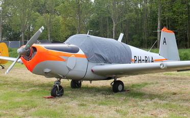 PH-RIA - Private SAAB 91 Safir