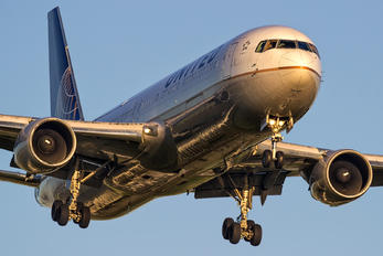 N643UA - United Airlines Boeing 767-300ER