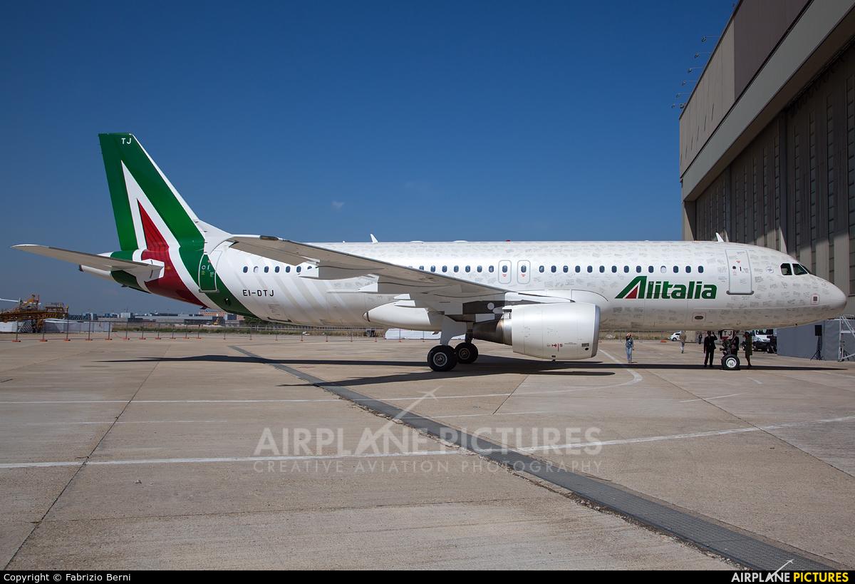 Alitalia EI-DTJ aircraft at Rome - Fiumicino