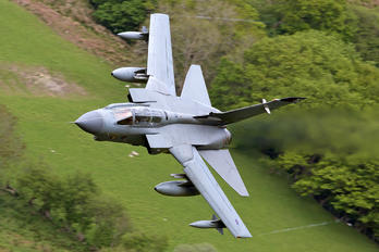 ZD742 - Royal Air Force Panavia Tornado GR.4 / 4A