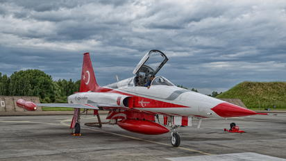 70-3004 - Turkey - Air Force : Turkish Stars Canadair NF-5A