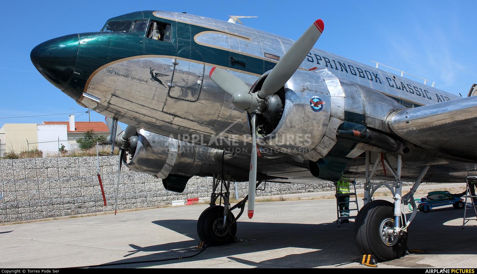 Private ZS-NTE aircraft at Cascais