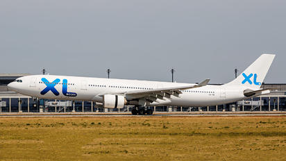 CS-TRI - XL Airways France Airbus A330-300
