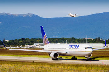 N667UA - United Airlines Boeing 767-300ER