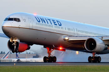 N672UA - United Airlines Boeing 767-300ER