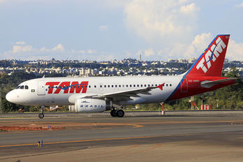 PR-MBU - TAM Airbus A319