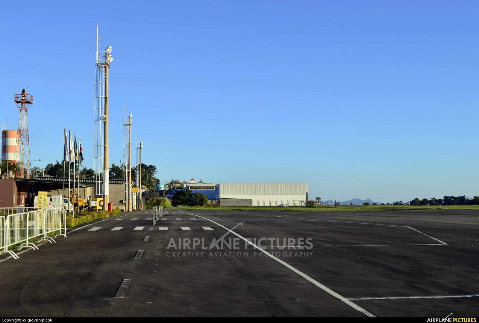 - Airport Overview - aircraft at Juiz de Fora - Francisco de Assis