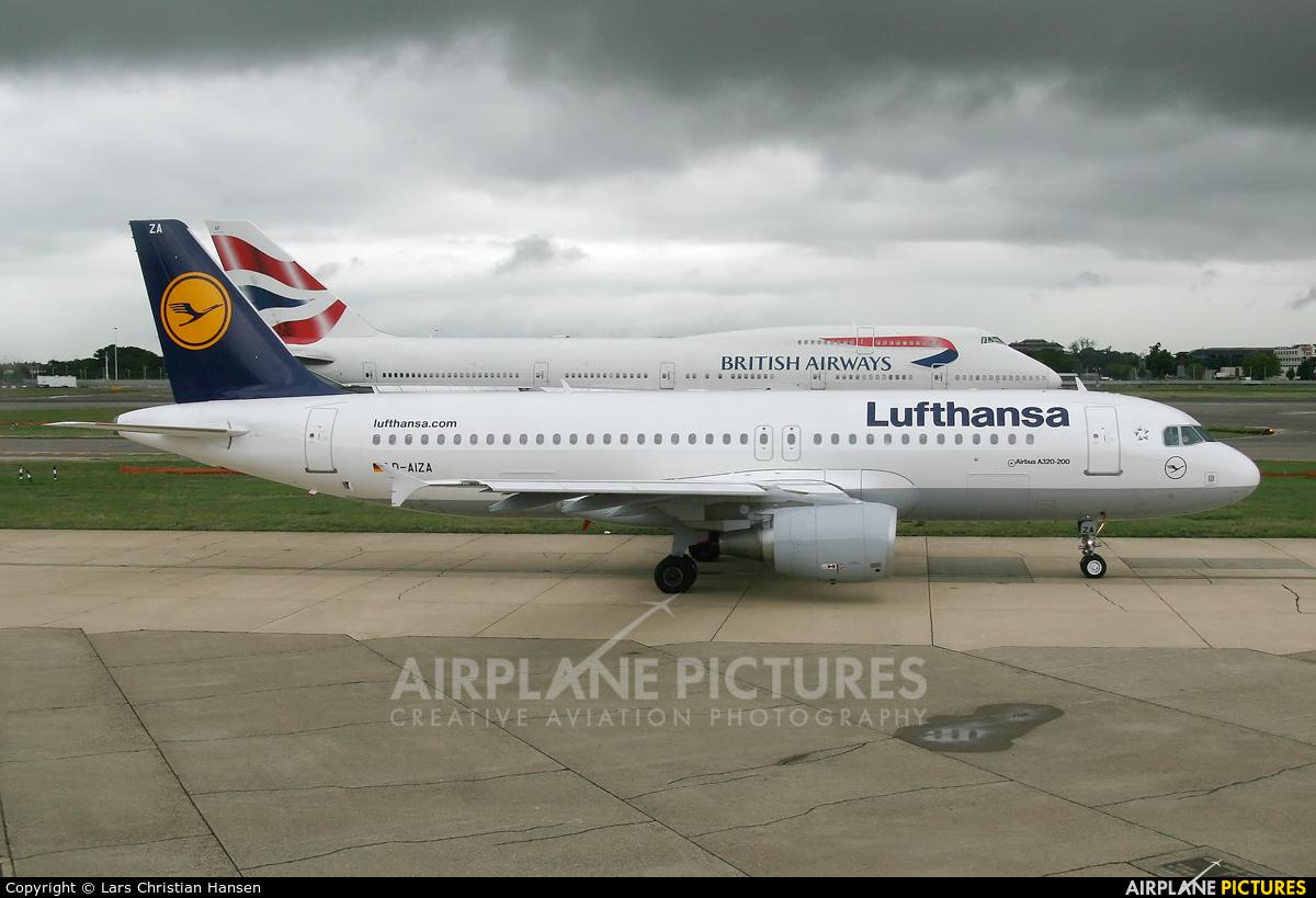 Lufthansa D-AIZA aircraft at London - Heathrow