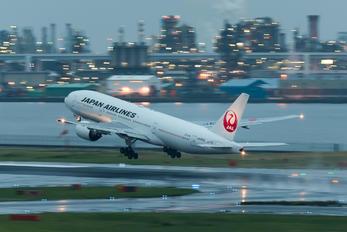 JA008D - JAL - Japan Airlines Boeing 777-200